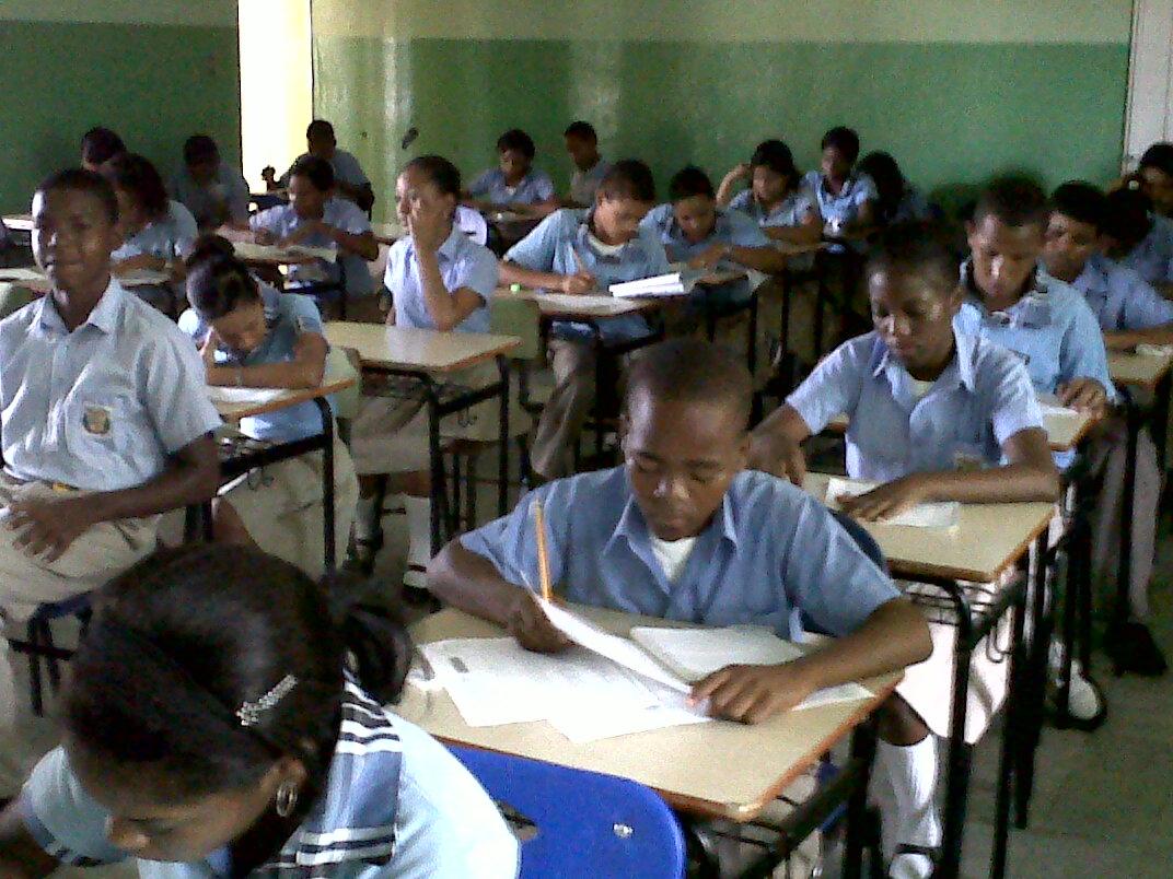 Resultado de imagen para Alumnos en escuelas públicas dominicanas